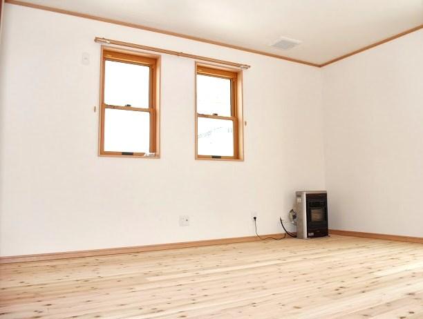 無垢フローリングの主寝室と子供部屋